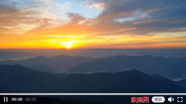 航拍白雲(yun)山日出